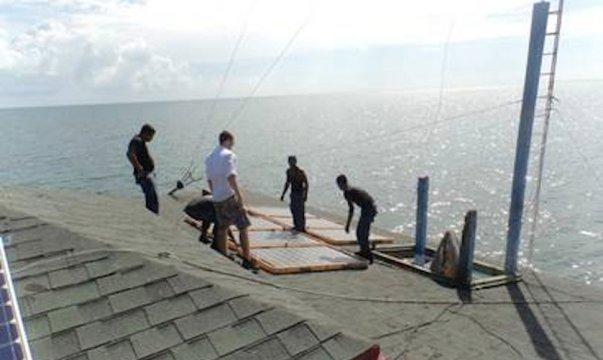 Estados Unidos apoya la lucha contra las drogas con sistemas solares