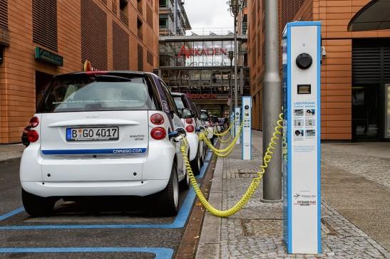 1024px-Berlin_-_Potsdamer_Platz_-_E-Mobility-Charging