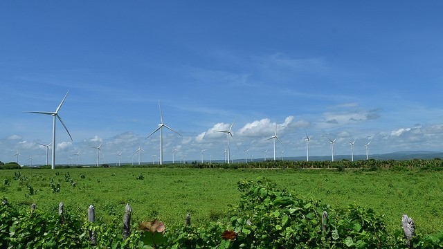 Medina y ejecutivos Ege-Haina inician parque eólico Larimar 2