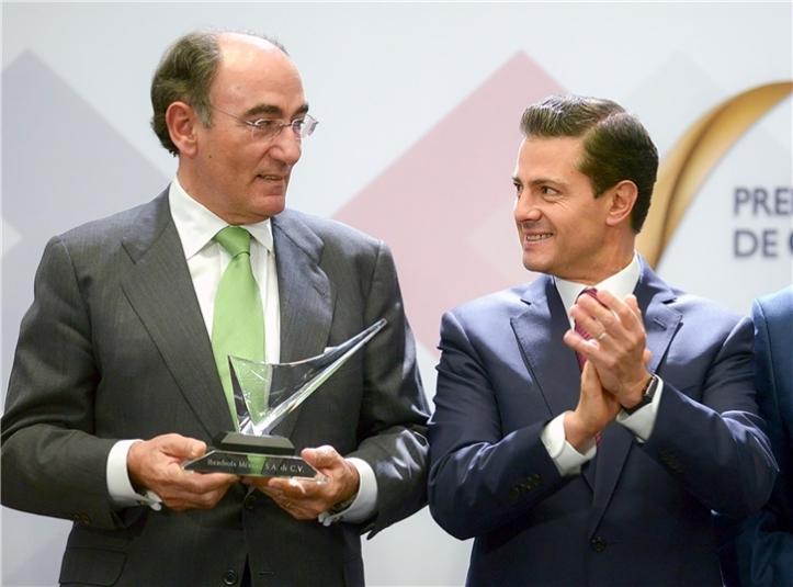 ignacio_gal_n_recibe_el_premio_de_enrique_pe_a_ni