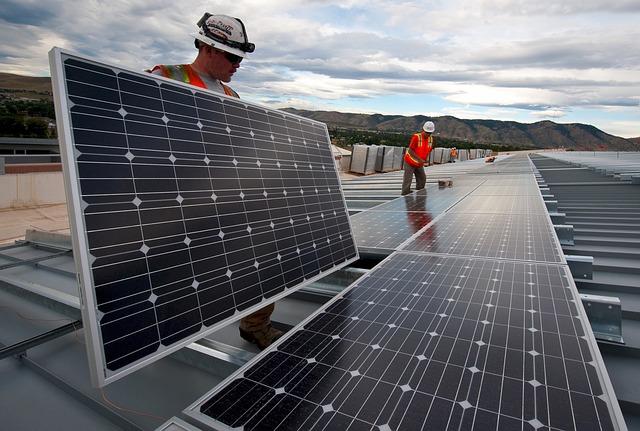 solar-panels-1794467_640 (2)