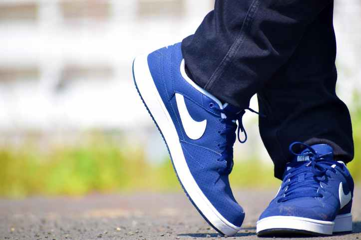blue nike low top shoes