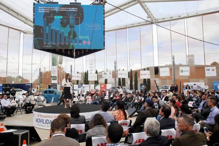 MINISTRA DE ENERGIA EN III ENCUENTRO INTERNACIONAL DE MOVILIDAD ELECTRICA.jpg
