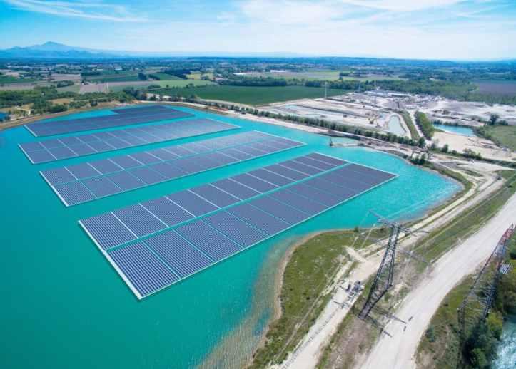 construction-floating-solar-france-akuo-energy-1080x775