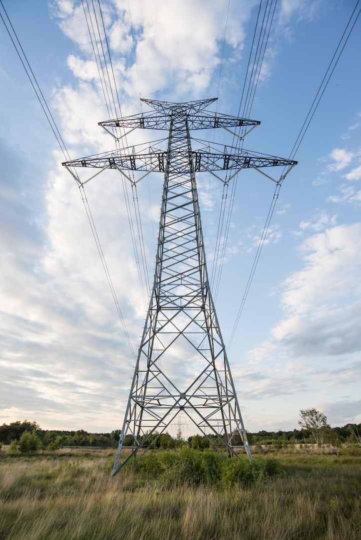 electricity-pole-pylon-wires-722700.jpeg