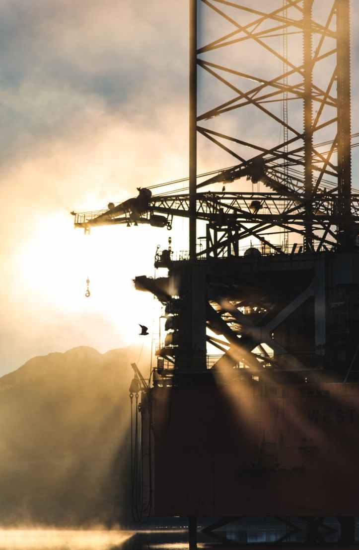 photo of oil rig platform